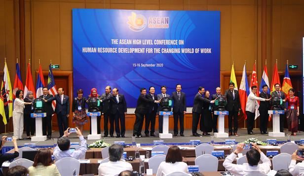 ASEAN 2020: Hội nghị cấp Bộ trưởng ASEAN về Phát triển nguồn nhân lực trong một thế giới công việc đang đổi thay