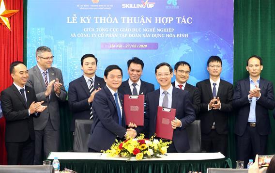 Lễ ký Thỏa thuận hợp tác giữa Tổng cục Giáo dục nghề nghiệp và Công ty Cổ phần Tập đoàn Xây dựng Hòa Bình