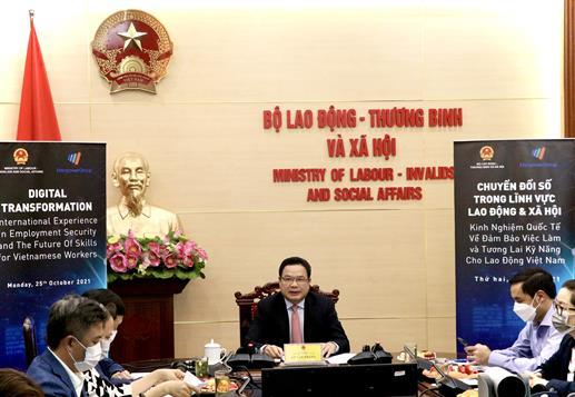 Chuyển đổi số: Kinh nghiệm quốc tế về đảm bảo việc làm và tương lai kỹ năng cho người lao động Việt Nam