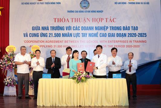 Bộ trưởng Bộ Lao động – Thương binh và Xã hội Đào Ngọc Dung làm việc với Trường Cao đẳng cơ khí nông nghiệp