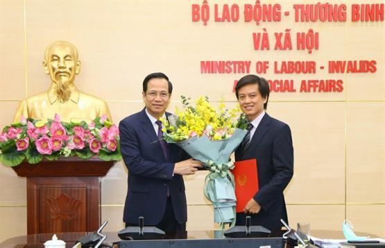 Bộ trưởng Đào Ngọc Dung trao Quyết định giao ông Lê Khánh Lương làm Quyền Vụ trưởng Vụ Bình đẳng giới